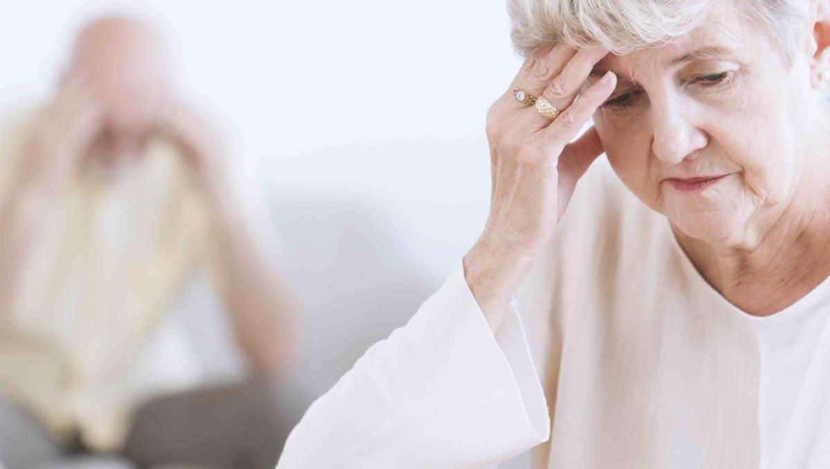 stara žena umirovljenik